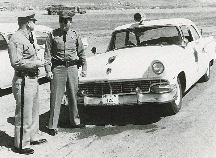 Colorado police car and officers image